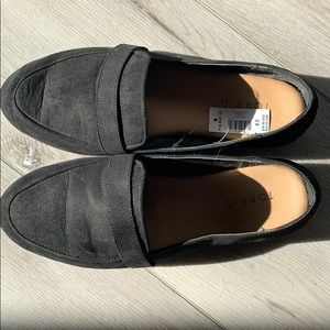 8.5w wide black loafer torrid flats